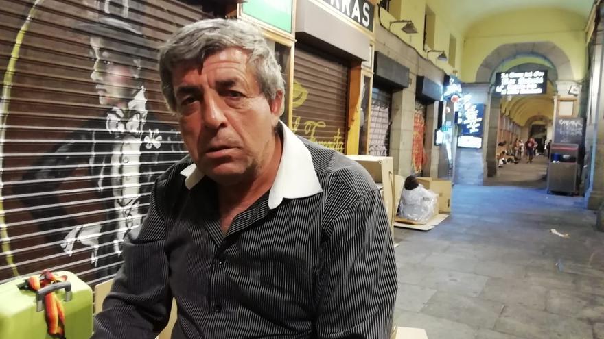 Todor es de Bulgaria y espera tener un hogar para cuando llueva poder ver la tele y no tener que preocuparse más.