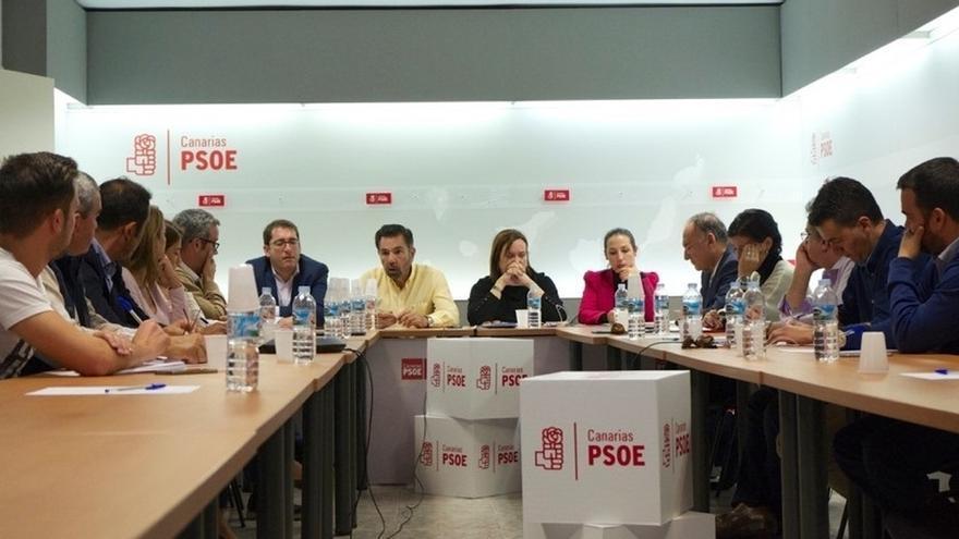 El PSOE canario convoca una reunión urgente de la gestora para analizar el pacto en Canarias