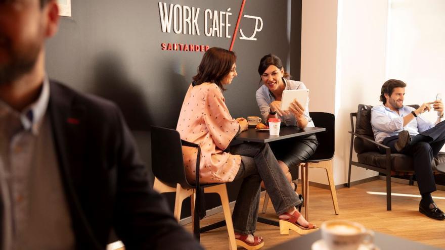 Interior de una oficina de Santander Work Café.