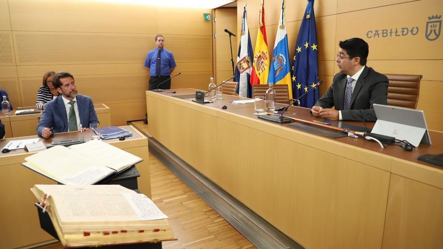 Pedro Martín preside el Cabildo de Tenerife tras ser elegido para el cargo tras la moción de censura