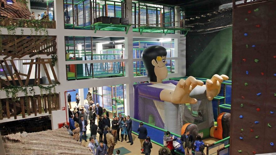 Güeñes estrena Bizkaia Park Abentura, un parque con circuitos de obstáculos, hinchables y rocódromo para 700 personas