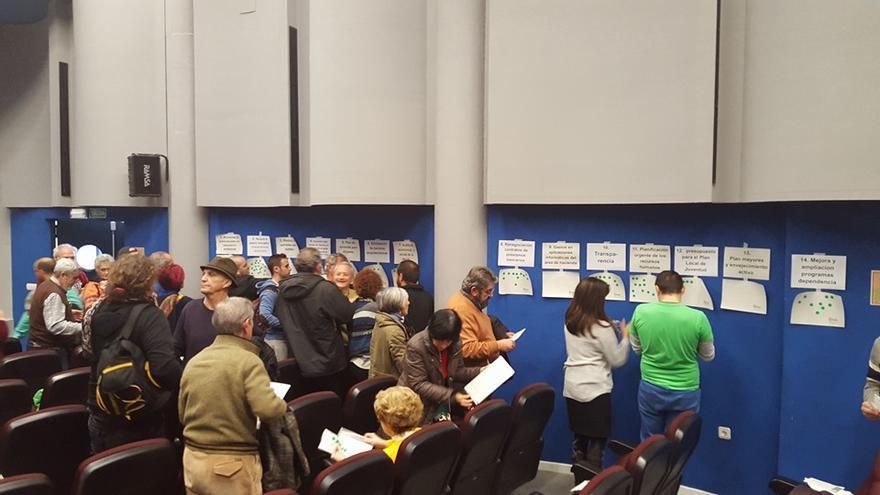 Dinámica de participación en una asamblea sobre presupuestos de Ganemos Córdoba. (Foto. Ganemos Córdoba)