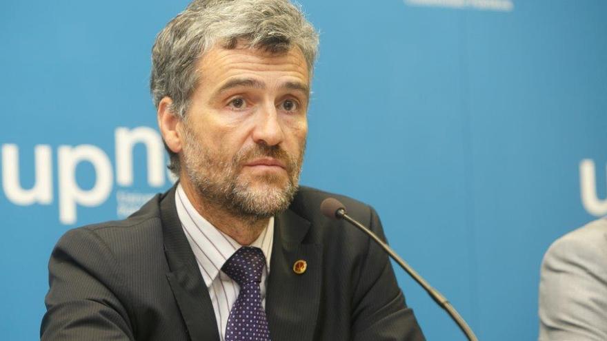 Alfonso Carlosena, durante una rueda de prensa en la UPNA.