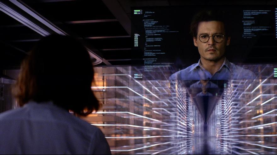 Johnny Depp y Rebeca Hall en 'Transcendence'