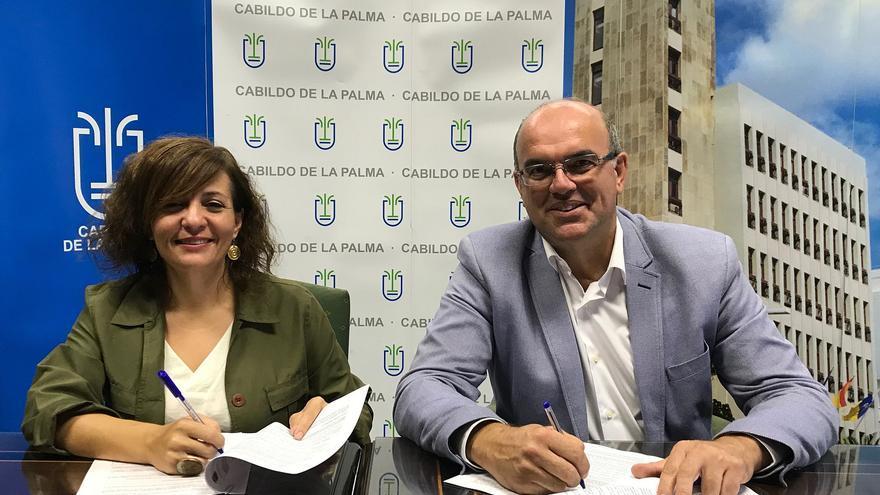 Rosario Isabel Rodríguez,  presidenta de la Asociación de Familiares y Enfermos de Alzheimer de la isla (AFA La Palma) y Anselmo Pestana, presidente del Cabildo de La Palma.