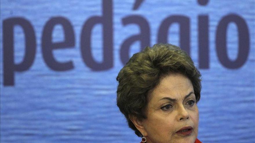 """La oposición brasileña anuncia un """"movimiento"""" por la destitución de Rousseff"""