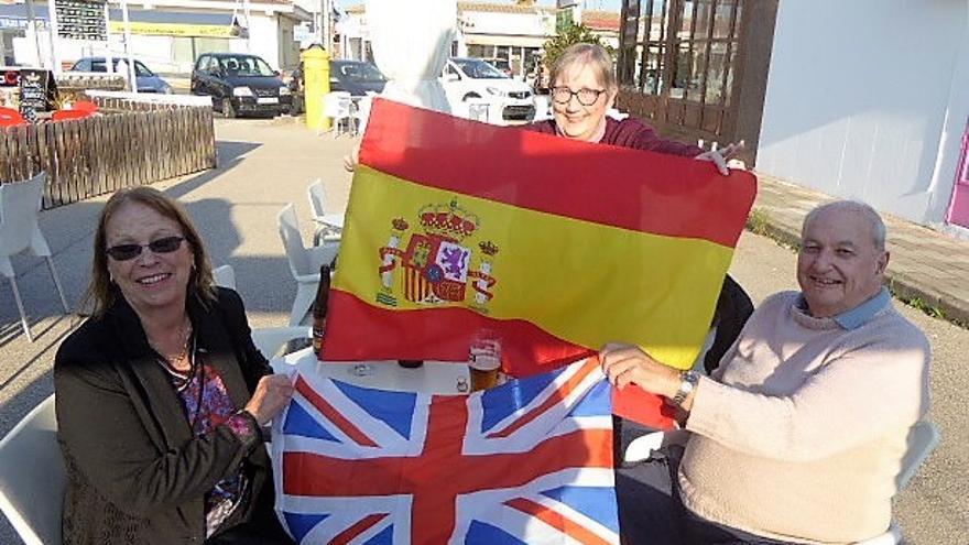 Los británicos Christine Arnsby, Martin Roger y Christine Martin en San Fulgencio.