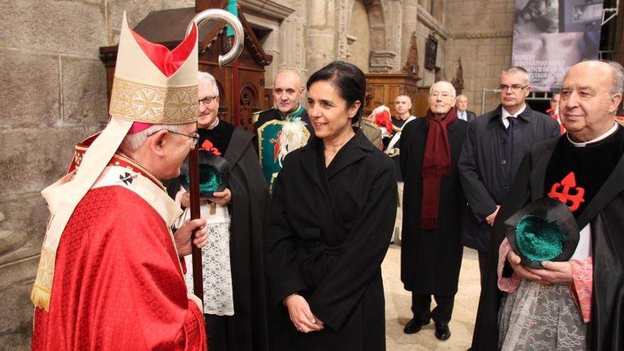 Rojo, recibida por el arzobispo de Santiago