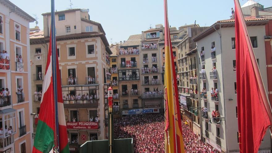 Fernández Díaz confía en que, en la polémica por la ikurriña en Pamplona, la Justicia obligue a cumplir la ley