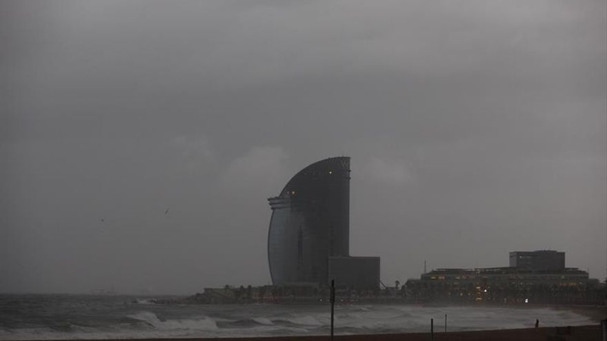 El temporal en Cataluña causa cortes de luz y dificulta el tráfico en carretera