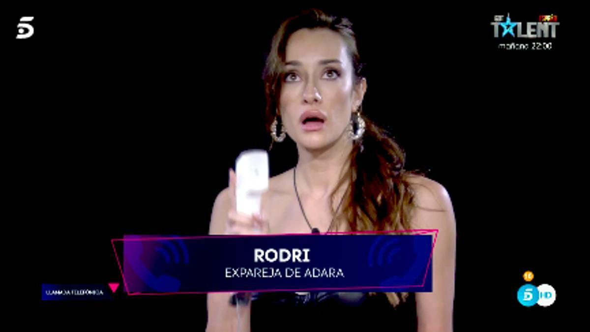 Adara al recibir la llamada de Rodri