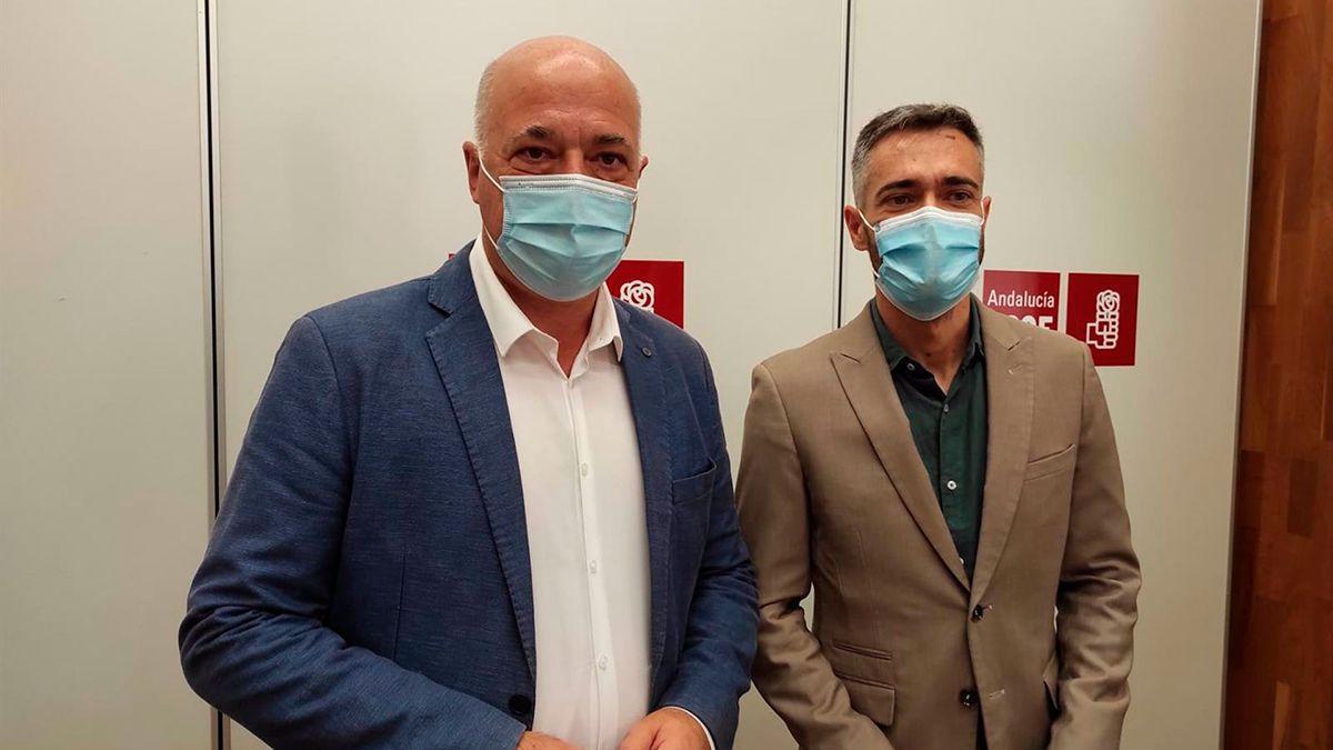 Antonio Ruiz y Felipe Sicilia en la sede del PSOE de Córdoba.