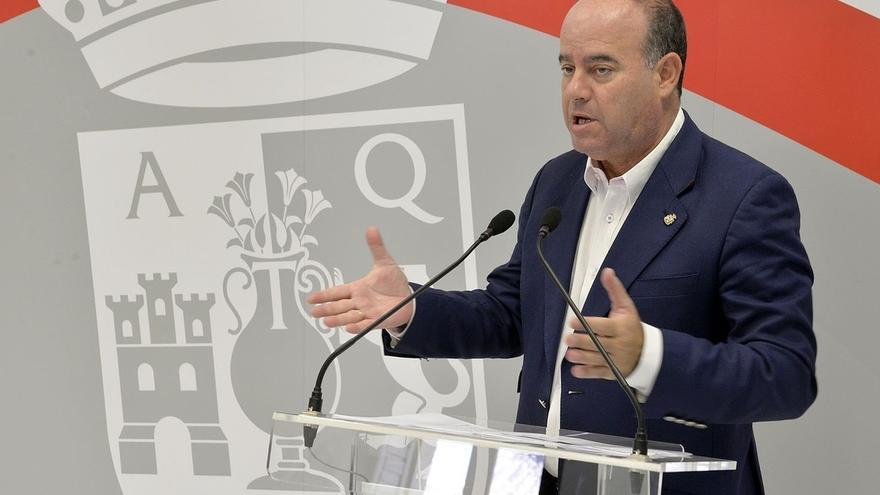 """El alcalde de Antequera emite un bando convocando a la ciudadanía a """"preservar la unidad de España"""""""