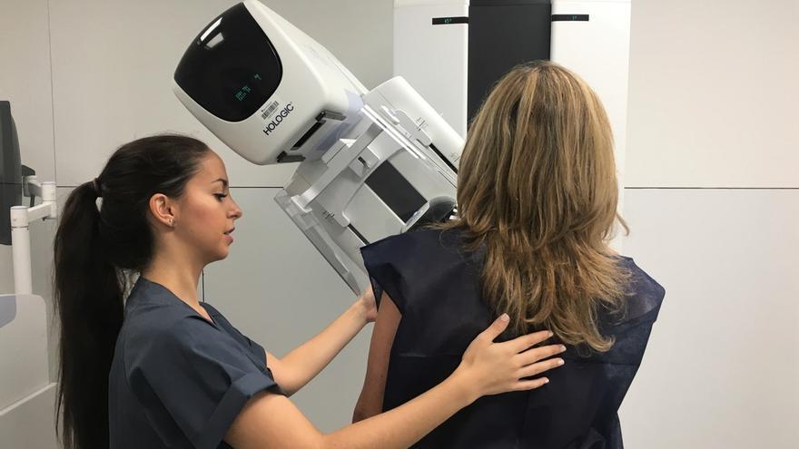 Diagnóstico precoz y tratamiento personalizado, claves en la supervivencia al cáncer de mama, según una experta