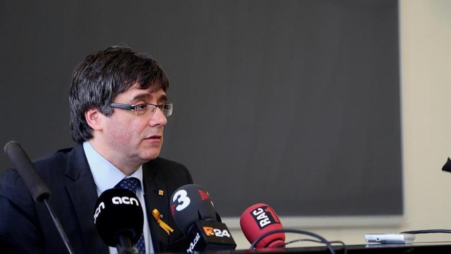 """Puigdemont expresa """"su apoyo total"""" a Rovira y al resto de imputados"""