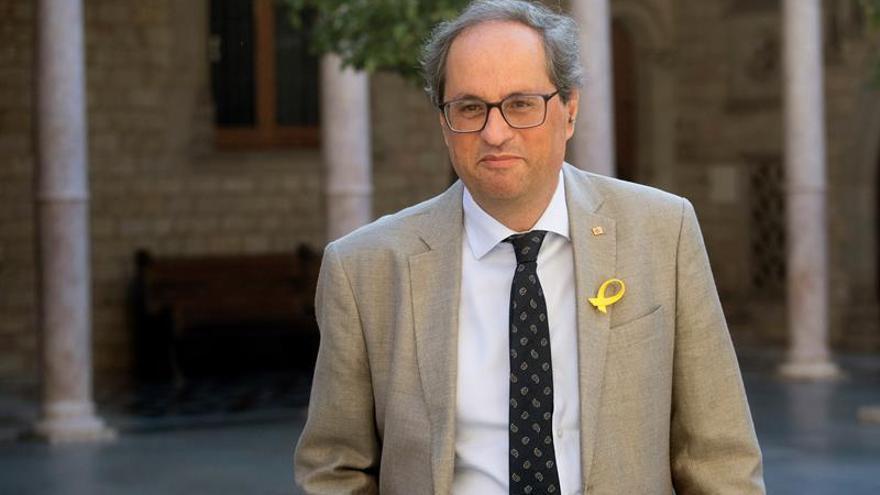 El president de la Generalitat, luciendo un lazo amarillo