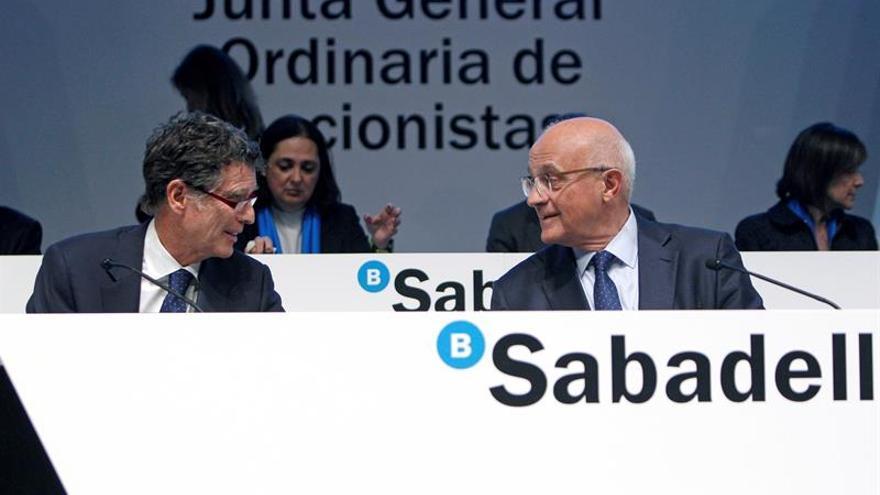 Guardiola y Oliu, en la Junta General de Accionistas celebrada el jueves en Alicante.