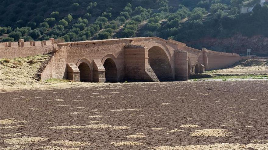 El Puente de Ariza, obra cumbre de Vandelvira, reaparece gracias a la sequía