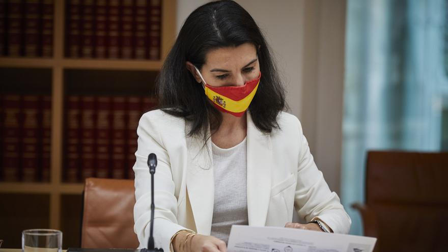La portavoz de Vox en la Asamblea de Madrid, Rocío Monasterio, antes de una reunión con la presidenta de la Comunidad y con el resto de portavoces regionales, en Madrid, en la sede del Gobierno regional, en Madrid (España), a 16 de febrero de 2021. Este m