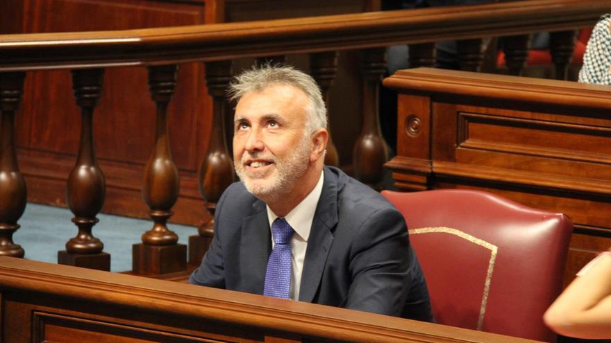 El secretario general del PSOE en Canarias, Ángel Víctor Torres, en el Palamento regional.