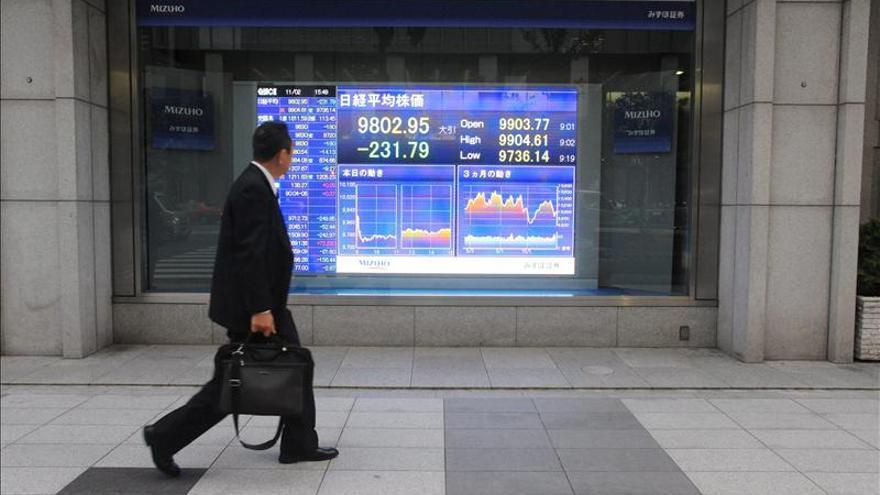Tokio cae más de un 2,5 % al descanso tras los malos datos del PIB japonés