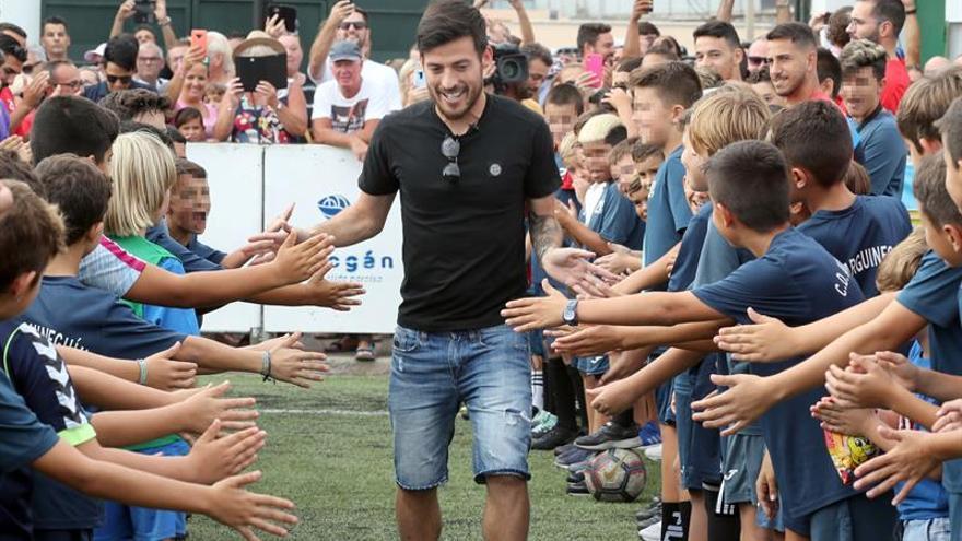 David Silva, junto a los más pequeños