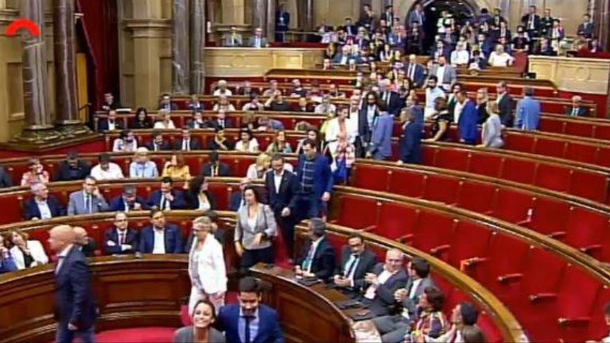 Diputados de Ciudadanos, PSC y PP abandonan el pleno