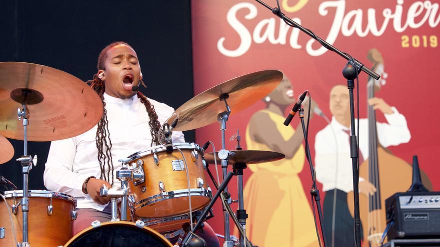 Jamison Ross interpretando una de sus canciones
