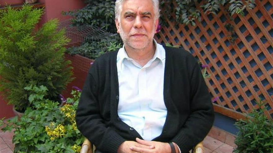 El escritor peruano Alonso Cueto regresa al pasado en su nueva novela