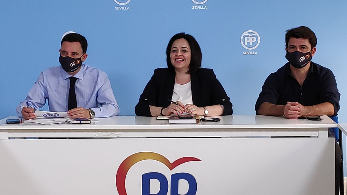 Juan de la Rosa, Virginia Pérez y Beltrán Pérez, en una reunión del Comité de Dirección del PP.