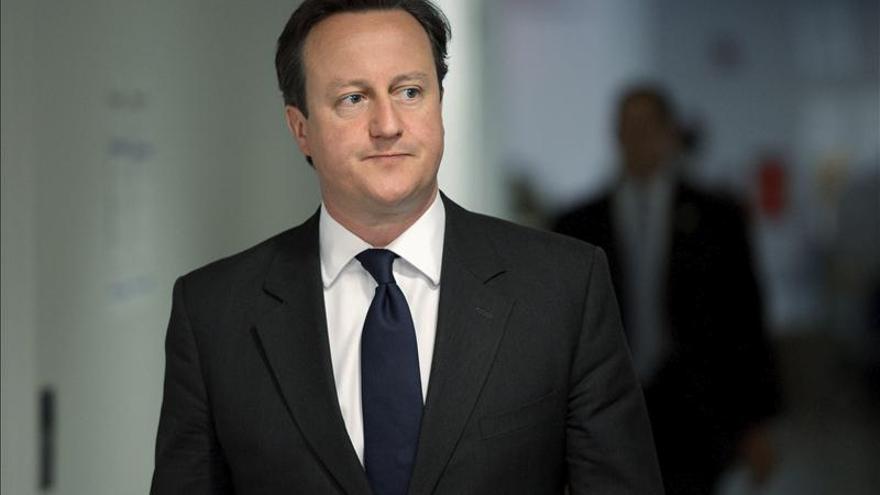 Cameron presiona para acordar en Ginebra un gobierno sirio de transición