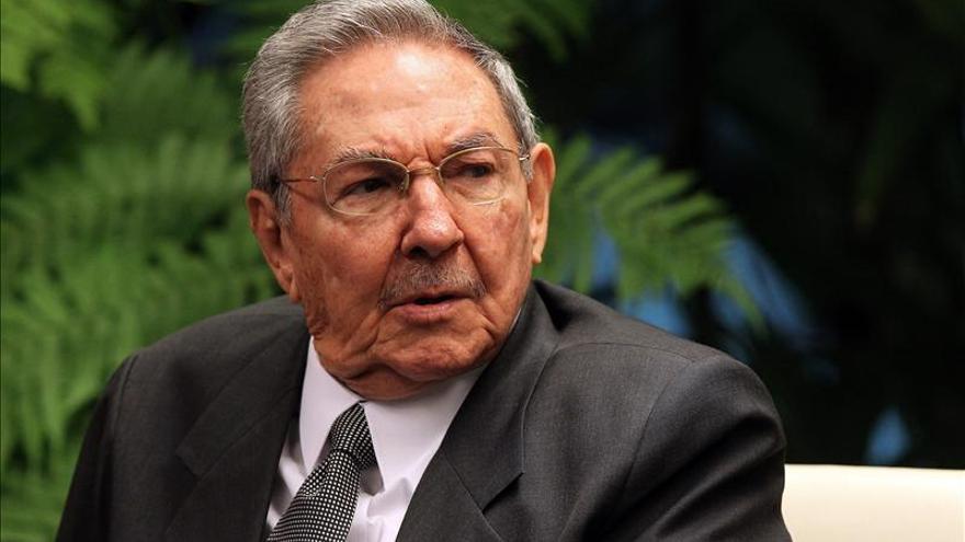 Raúl Castro se reúne en La Habana con el consejero de Estado chino Yang Jing
