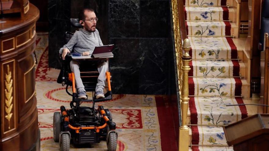 El portavoz parlamentario de Unidas Podemos, Pablo Echenique, al inicio de la sesión del control al Gobierno de este miércoles.