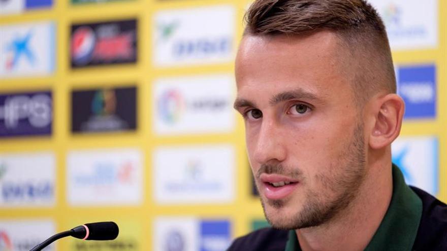El delantero internacional checo Tomás Pekhart