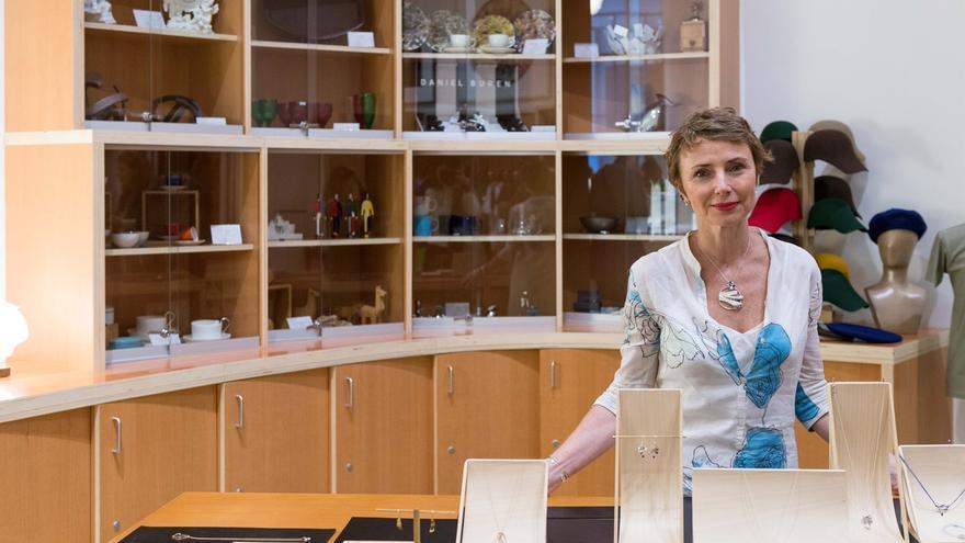 Museo Guggenheim presenta una nueva colección de joyas diseñadas para la Tienda Libreria por Helena Rohner