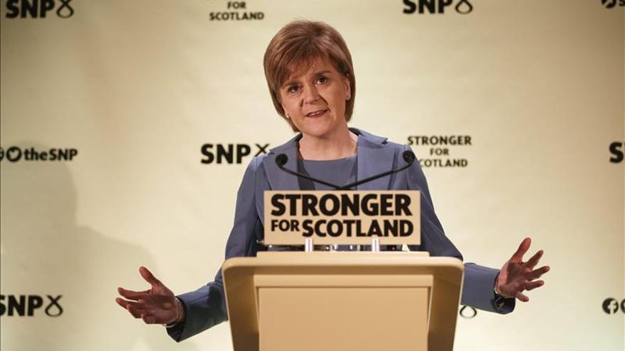 """Sturgeon acusa a Miliband de """"perder el norte"""" por rechazar el pacto con el SNP"""