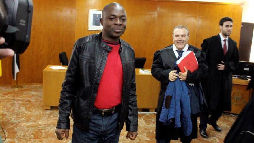 La Audiencia Provincial de Cádiz en Ceuta ha celebrado esta mañana, en una única sesión, el juicio contra Alí Ouattara, el padre de Adou el niño que fue descubierto por el escáner de la Guardia Civil en la frontera entre Ceuta y Marruecos escondido dentro de una maleta.