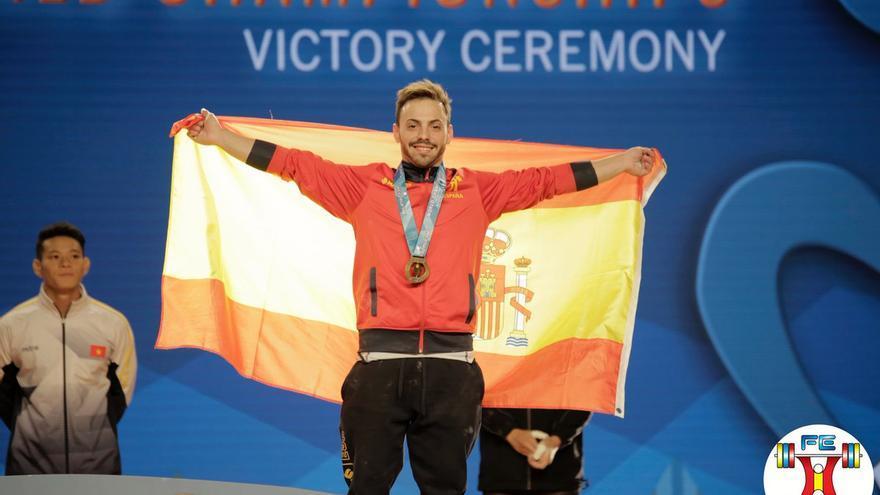 Josué Brachi, medalla de bronce en el Mundial de halterofilia en la categoría de 56 kilos