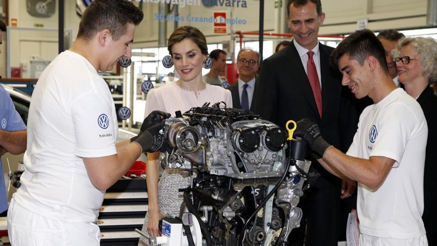 Los Reyes, en la celebración de los 50 años de Landaben, fábrica en Navarra del Grupo Volkswagen.