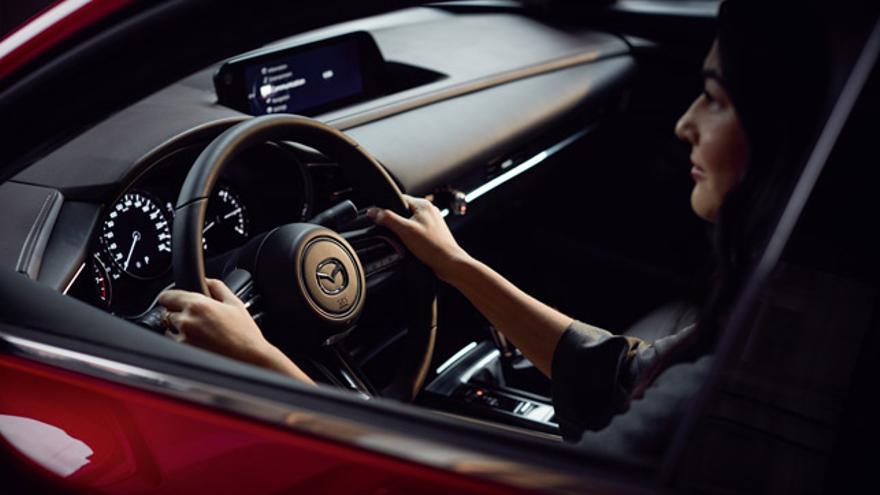El Mazda CX-30 cuenta con una serie de dispositivos que le otorgan un nivel 2 de conducción autónoma.