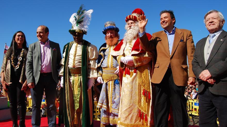 Los 3 Reyes Magos junto a Juan José Cardona, Luis Ibarra y Ricardo Villares