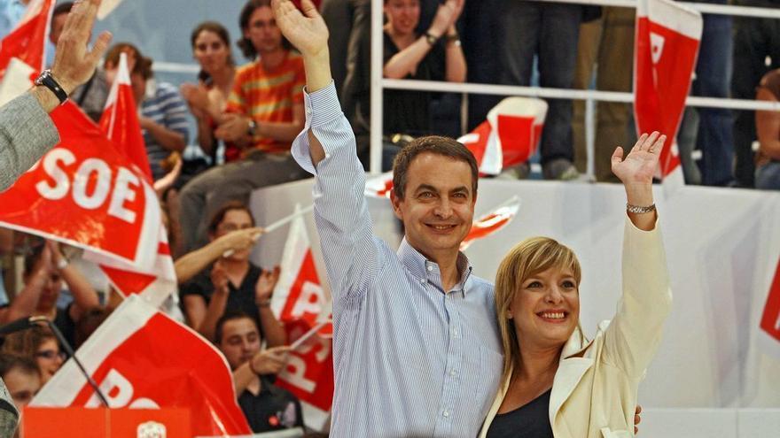 Etelvina  Andreu con Rodríguez Zapatero durante un mitin en 2007.