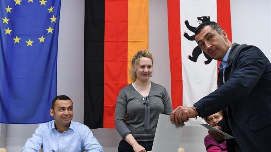 Abren los colegios electorales en Alemania