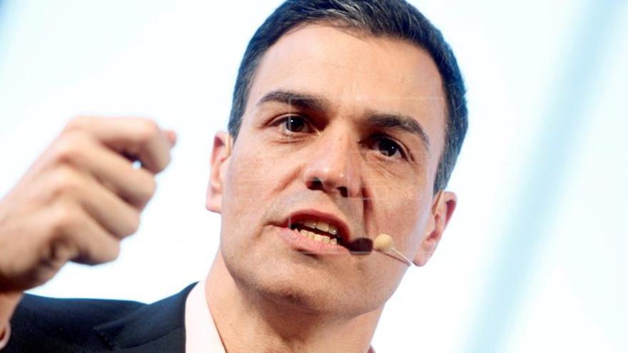 """Pedro Sánchez insta a los bancos a que """"arrimen el hombro"""" con las pensiones"""