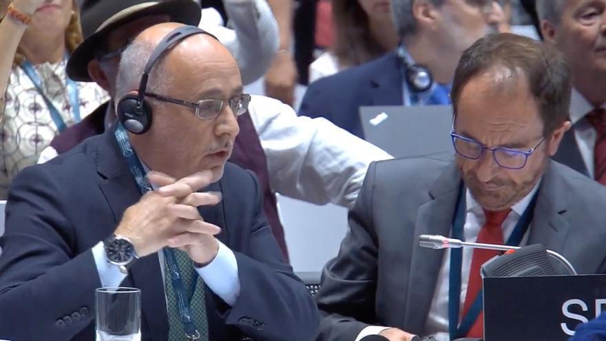 Antonio Morales, a la izquierda, agradece la decisión de la Unesco de nombrar a Risco Caído Patrimonio Mundial