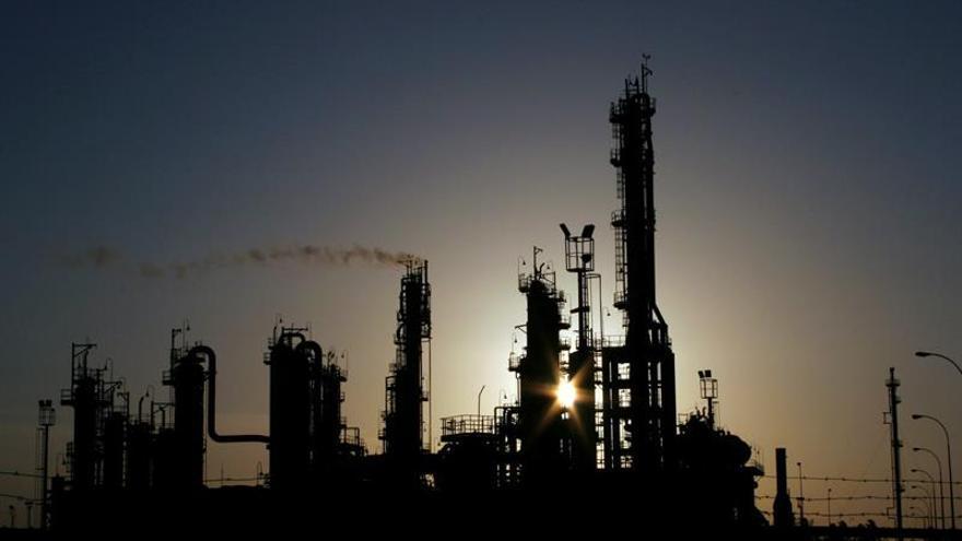 El crudo de la OPEP se aprecia un 1 por ciento y se vende a 49,97 dólares el barril