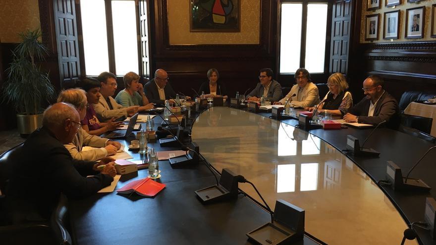 El Parlament tramita la petición de Puigdemont de someterse a la cuestión de confianza