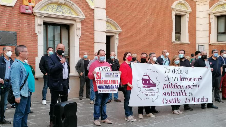 """Acaba la semana de lucha por el ferrocarril en Castilla-La Mancha denunciando la situación """"insostenible"""" del servicio en la región"""
