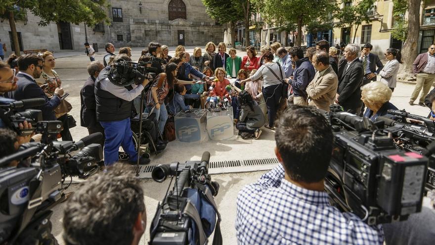 """Aguirre afea a Carmena que apoye los escraches y que dijera que los etarras """"han sufrido mucho"""""""