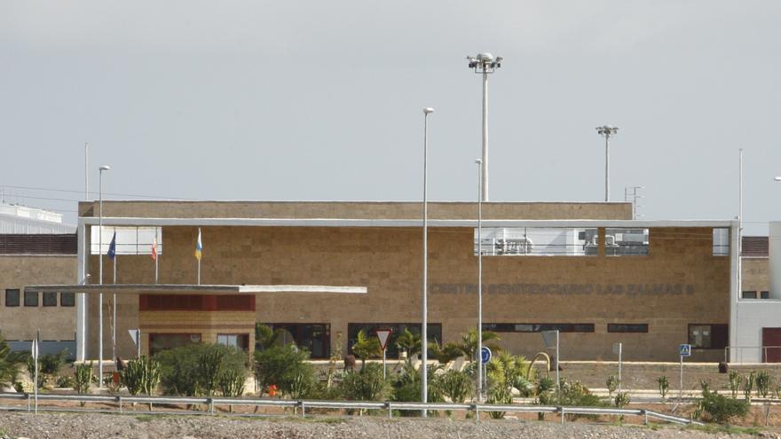 Fachada principal de la prisión de Juan Grande, en Gran Canaria. FOTO: Alejandro Ramos.